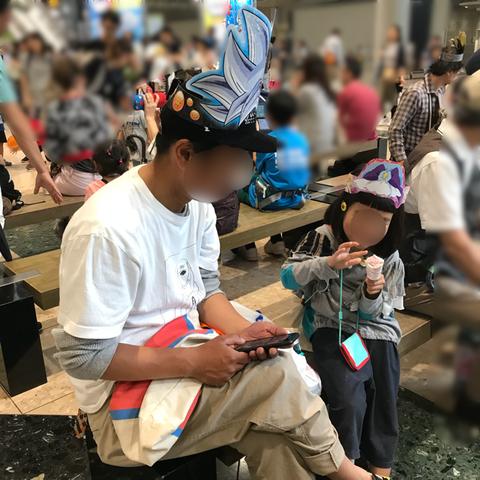 東京おもちゃショー浮かれる父娘