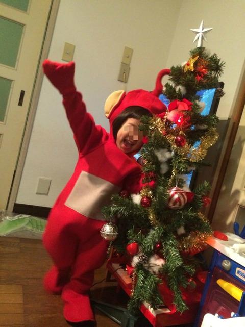 クリスマスツリーと2歳