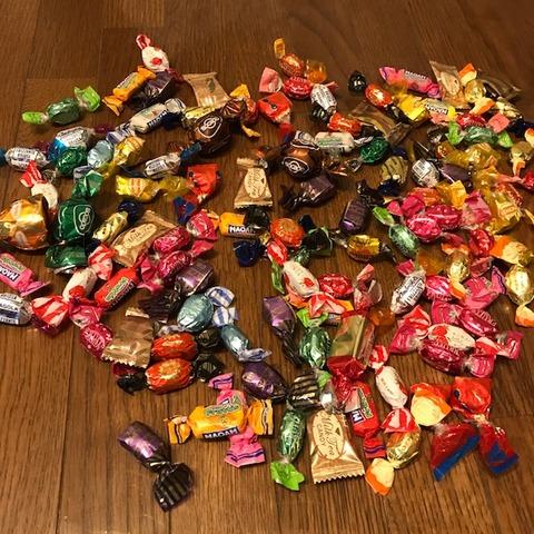 大量のキャンディ