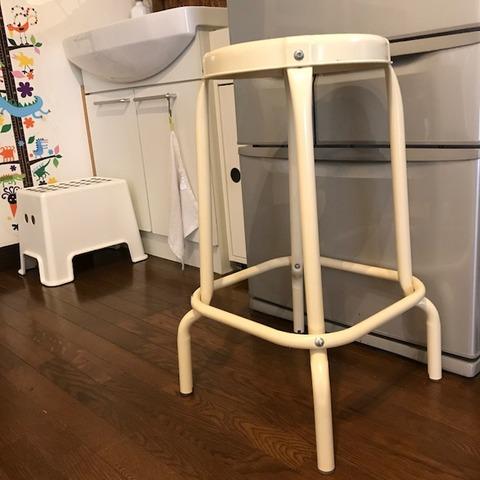 冷蔵庫掃除に使った椅子イケア