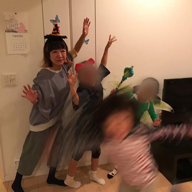 ハロウィンホームパーティー大人も仮装