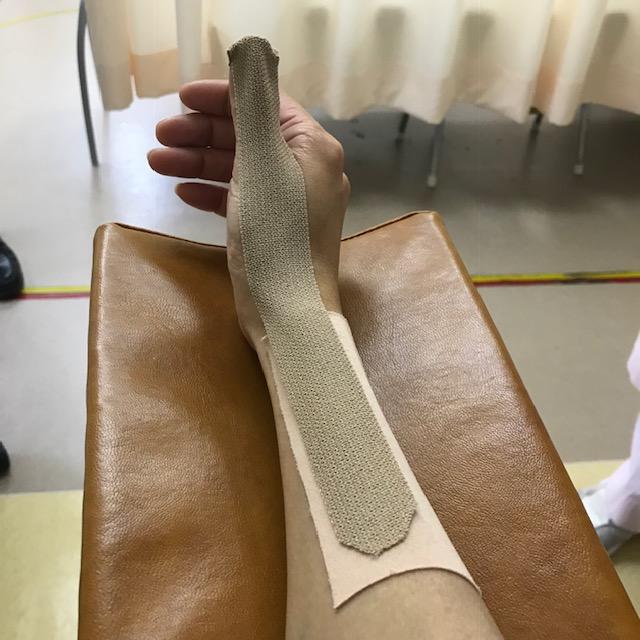 腱鞘炎テーピングの貼り方親指