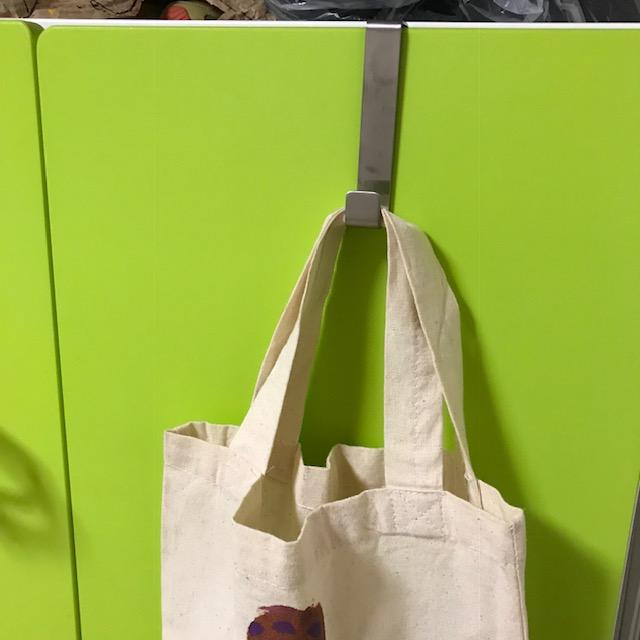 IKEAのフックリルオンゲンクローゼットの扉に