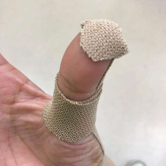 腱鞘炎テーピングの貼り方親指の先