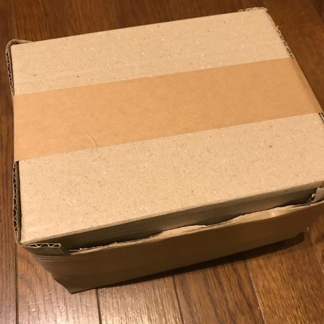 梱包ガムテープの貼り方に開けやすいひと工夫1