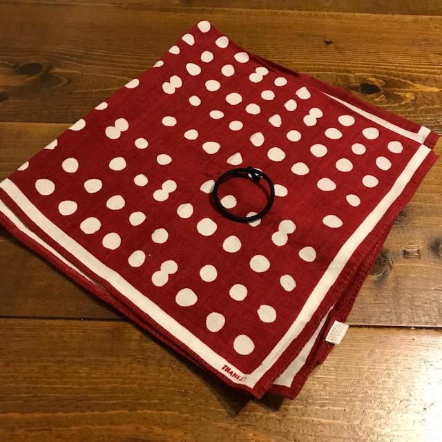 バンダナでゴム付き三角巾の作り方1