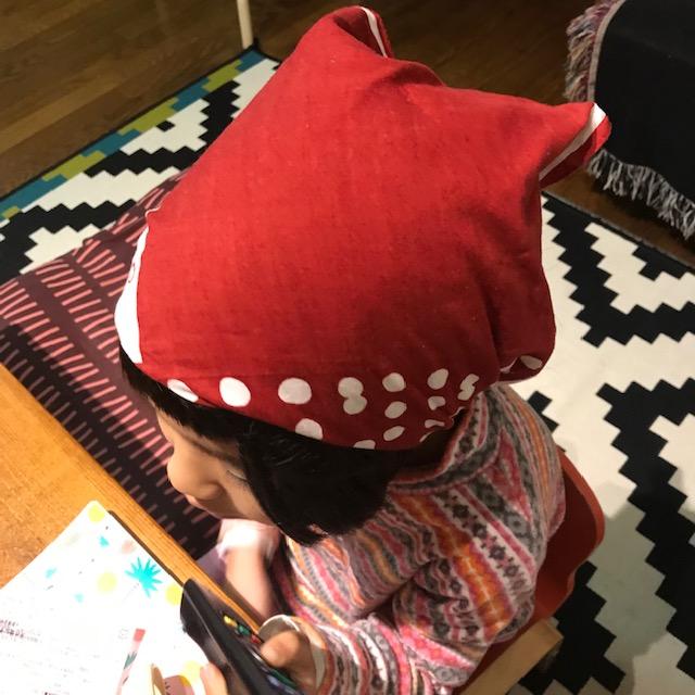 バンダナでゴム付き三角巾着用図