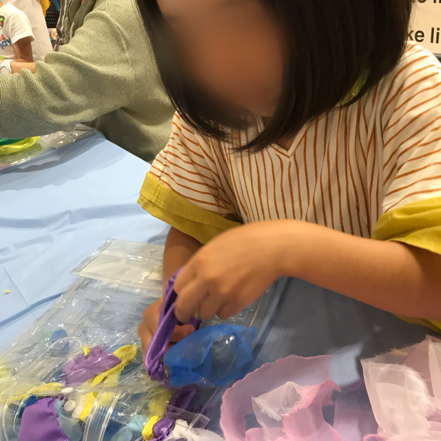 Ukiashiダクツのワークショップ真剣な表情の子ども