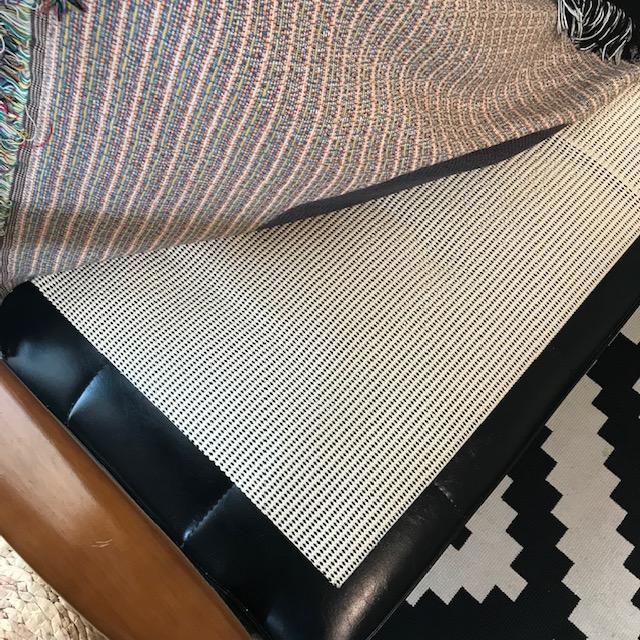 ソファーにかけた布がずれる問題すべり止めシートのみでは効果なし2