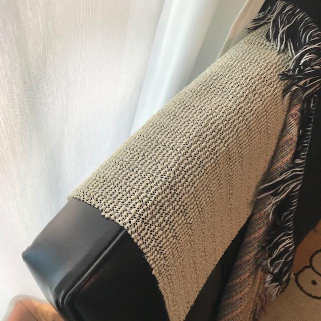 ソファーにかけた布がずれる問題すべり止めシートのみでは効果なし