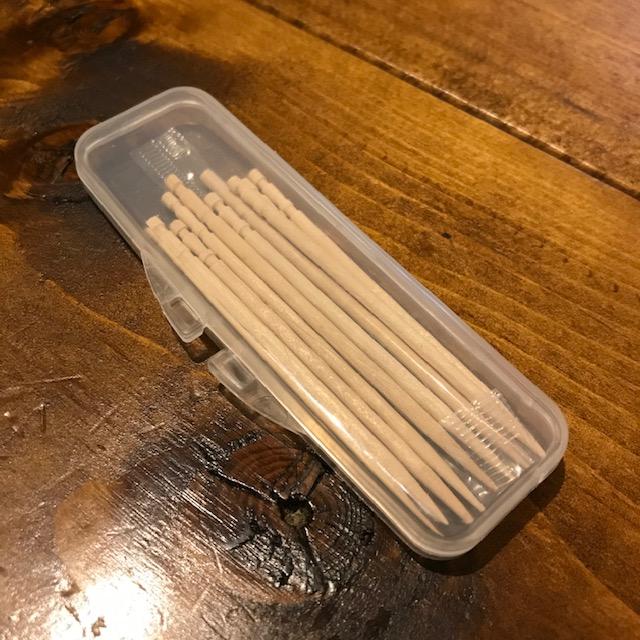 糸ようじの携帯ケースを爪楊枝入れに