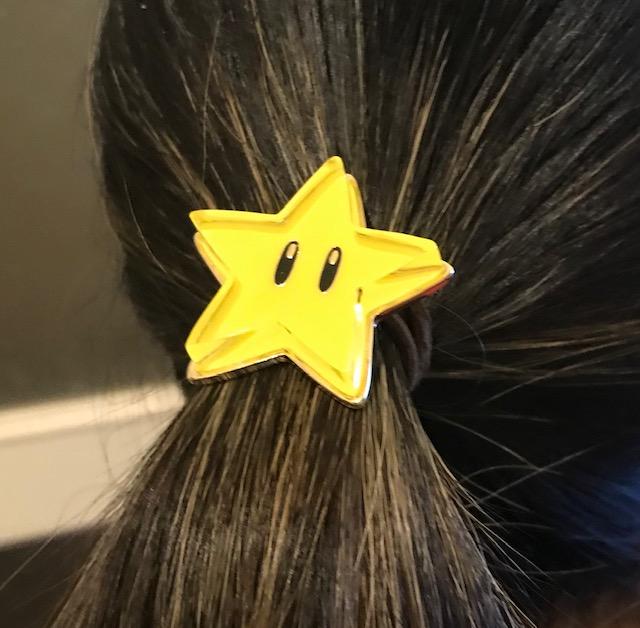 ニンテンドートウキョウで買ったスターのヘアゴムつけてみた
