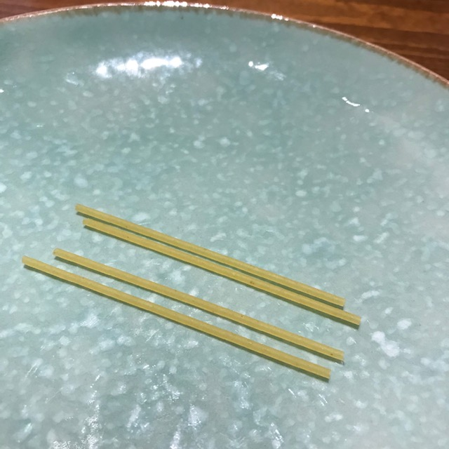 パスタの麺で餅巾着の作り方