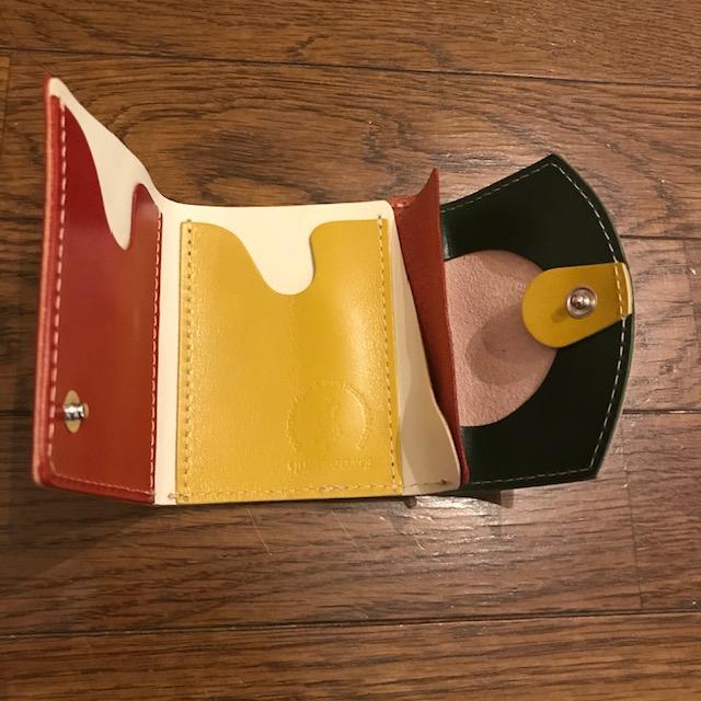 小さい財布小さいふ開けたところ