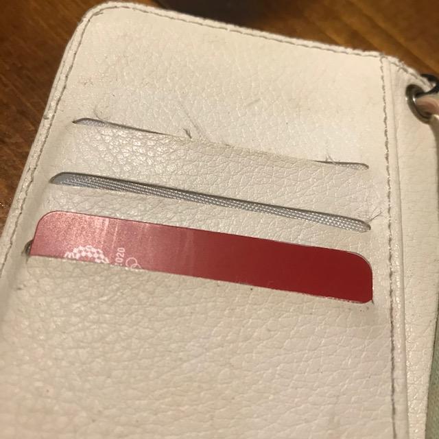 手帳型スマホケースカードが落ちる問題