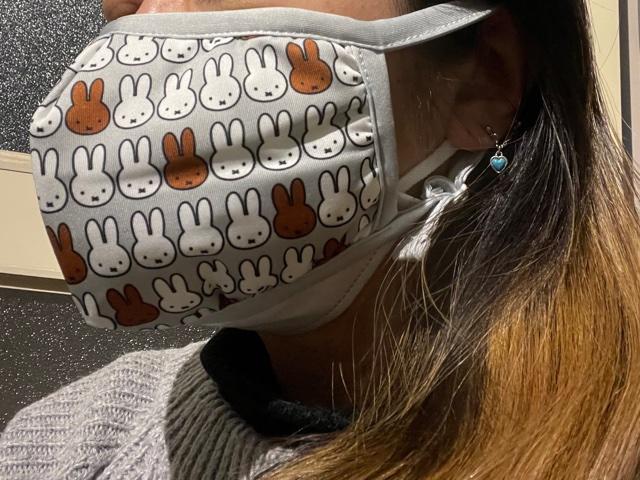 不織布マスクの上に布マスク