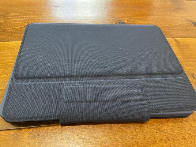 小学校から支給されたiPadは丈夫なケース付き