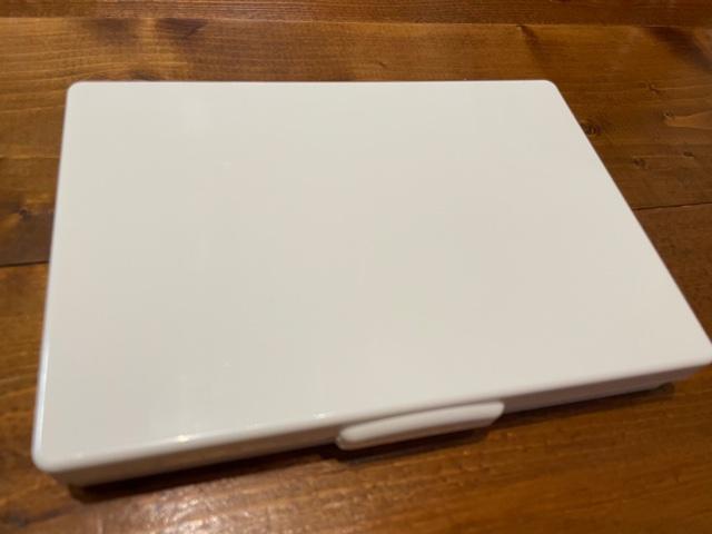 真っ白でシンプルな裁縫道具セット見た目